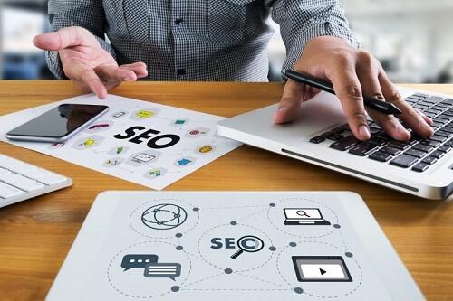 estrategia SEO exitosa en 2018|Claves para tener una estrategia SEO exitosa en 2018 infografía|||Búsquedas de voz